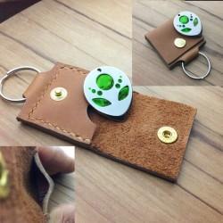 1x Pochette cuir beige artisanal avec protection interne.