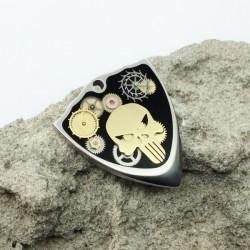 Shield / titanium / Steampunk