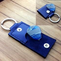 1x Pochette cuir bleu artisanal avec protection interne.