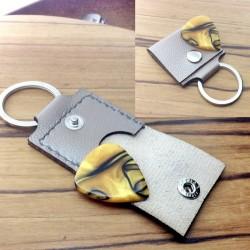 1x Pochette cuir gris argenté artisanal avec protection interne.